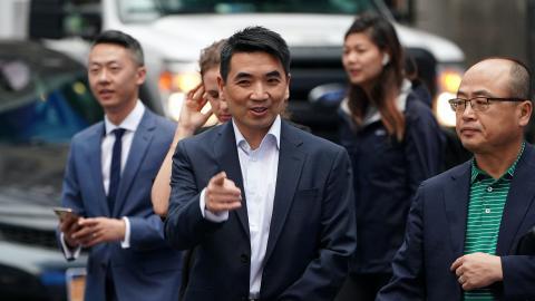 Eric Yuan, CEO de Zoom, el día que la plataforma salía a bolsa en NASDAQ.