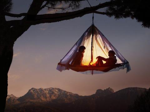 Una acampada en los árboles es la mejor aventura.
