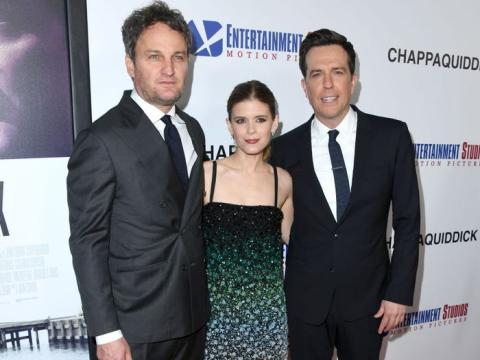 Jason Clarke, Kate Mara y Ed Helms en el estreno de 'El escándalo Ted Keneddy' de 2018.