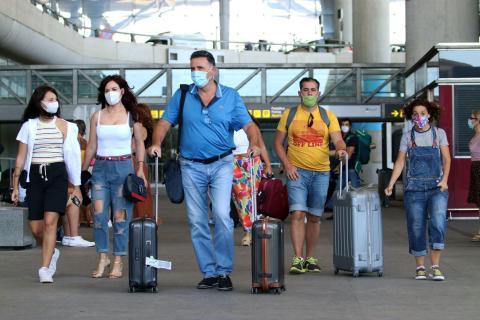 Llegada de turistas y residentes al aeropuerto Pablo Ruiz Picasso de Málaga, después de que el gobierno abriera las fronteras el primer día sin la alarma del virus COVID-19 el 22 de junio de 2020 en Málaga, España.