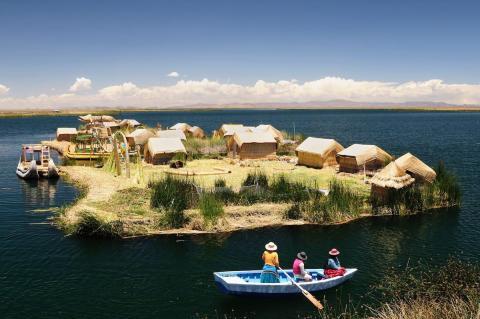 Isla de los Uros en el Lago Titicaca
