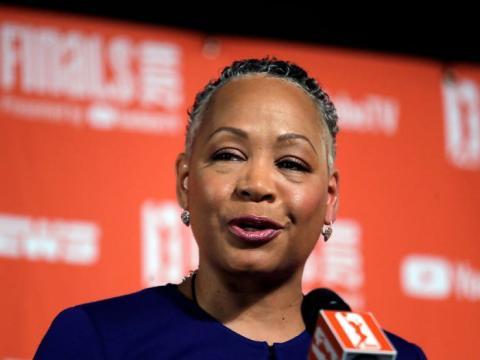 Lisa Borders fue presidenta de la Asociación Nacional de Baloncesto de Mujeres en EEUU.