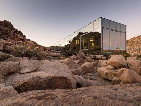 Located on 90 private acres bordering Joshua Tree National Park, it blends in with the surrounding desert thanks to its mirrored glass exterior.