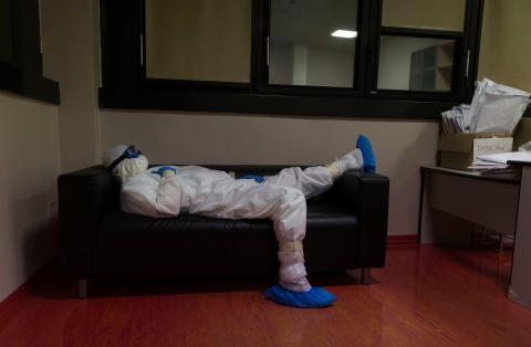 """Muchas personas sueñan con bichos y """"monstruos invisibles"""" a raíz de la pandemia de coronavirus."""