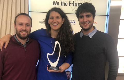 Natalia Rodríguez y parte del equipo de Saturno Labs recibiendo el premio We The Humans.