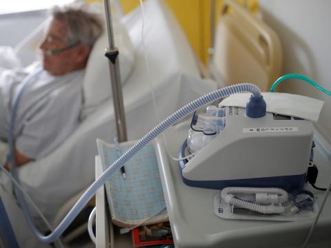 Un paciente con ventilador