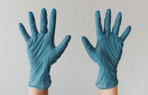 Par de guantes.