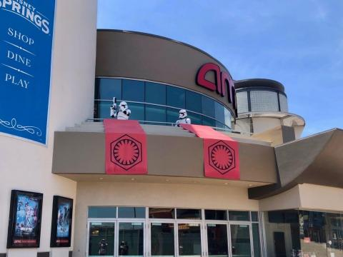 Soldados de asalto en Disney Springs.