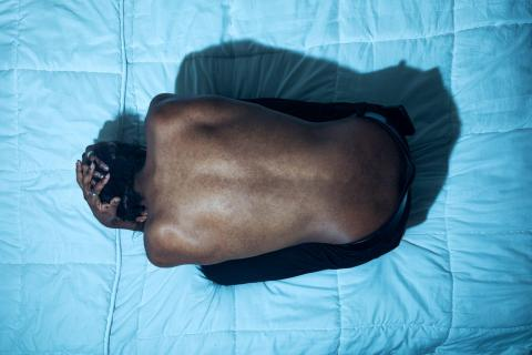 Personas experimentan 'hambre en la piel' tras meses sin tocar a nadie