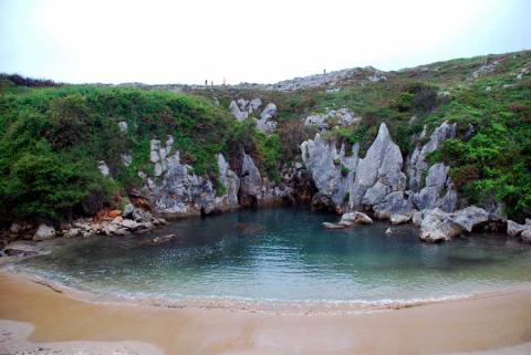 Playa Gulpiyuri, Asturias.