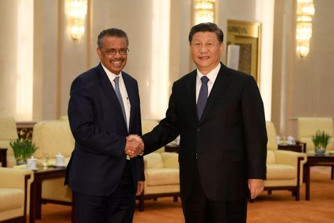 Tedros Adhanom Ghebreyesus, director general de la OMS, junto a Xi Jinping, presidente de la República Popular China.