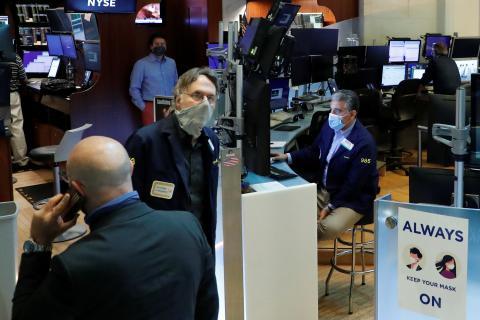 Traders operan en Wall Street