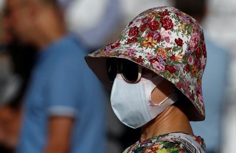 Turista paseando por España durante la crisis del COVID-19