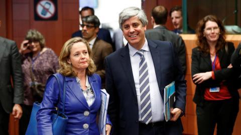 La vicepresidenta económica española, Nadia Calviño, y el anterior presidente del Eurogrupo, Mário Centeno
