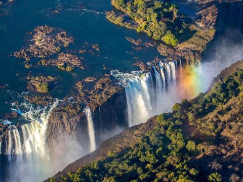 A veces se hace referencia a las Cataratas Victoria como la mayor cortina de agua que cae en el mundo.