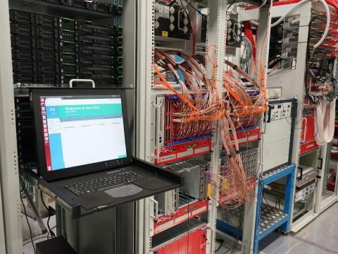 La sala del sistema de adquisición de datos XENON1T en el laboratorio Gran Sasso en Italia.