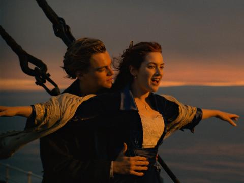 "Kate Winslet y Leonardo DiCaprio coprotagonizan ""Titanic""."