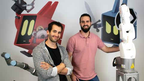 El CTO Víctor Mayoral (i) y el CEO Endika Gil (d) de Alias Robotics.