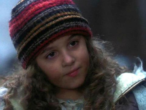 Alisan Porter como Curly Sue.