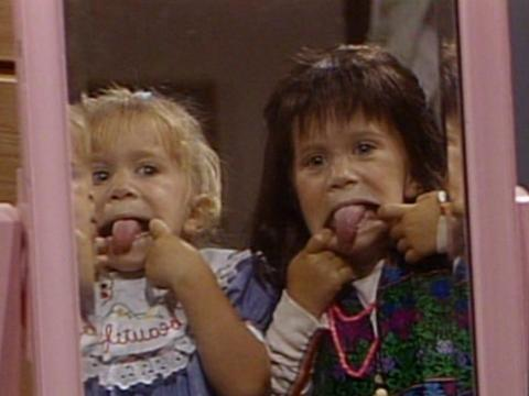 Mary-Kate y Ashley Olsen se alternaban interpretando a Michelle Tanner en Padres forzosos.