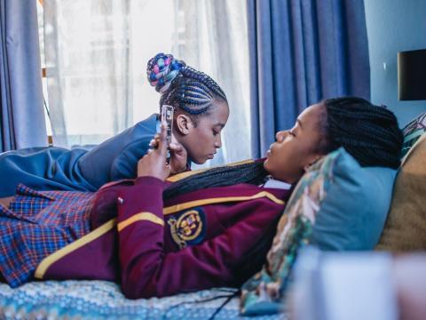 Ama Qamata y Khosi Ngema coprotagonizan el drama sudafricano