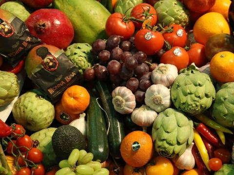 Some fruits and veggies shouldn't be stored together.