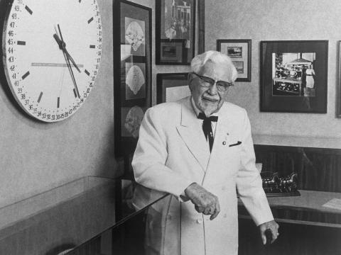 El coronel Harland Sanders, fundador de Kentucky Fried Chicken.