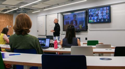 Distanciamiento social durante las clases en el IE Business School.