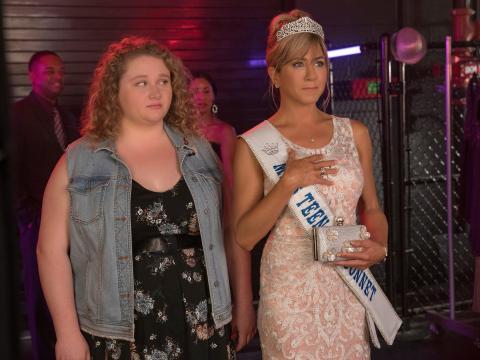 Danielle Macdonald y Jennifer Aniston son las protagonistas de 'Dumplin'