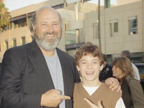 El director Rob Reiner junto a Elijah Wood.