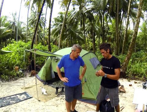 El empresario francés Gauthier Toulemonde estuvo 40 días gestionando sus empresas desde una isla de Docastaway usando energía solar