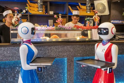 El Gran Caffé Rapallo en Liguria fue el primer restaurante en Italia que empleó robots como camareros.