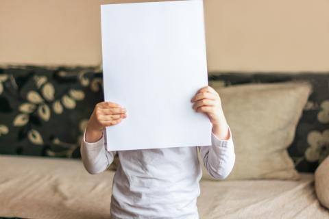 Puedes doblar un pedazo de papel por la mitad más de 7 veces.