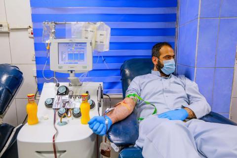 Un paciente de coronavirus recuperado dona sangre en el Centro Nacional de Transfusión de Sangre de Estados Unidos, el 22 de junio.