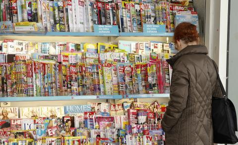 Revistas en un supermercado