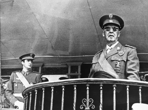 El rey Juan Carlos y el dictador Francisco Franco.