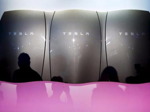 Tesla también vendió tecnologías de almacenamiento de energía...