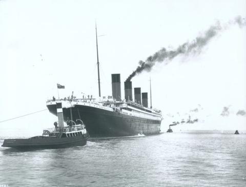 El RMS Titanic mientras se dirigía a su viaje inaugural en 1912.