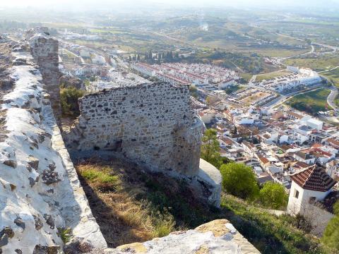 Vista de Cártama (Málaga) desde las ruinas del castillo y la alcazaba