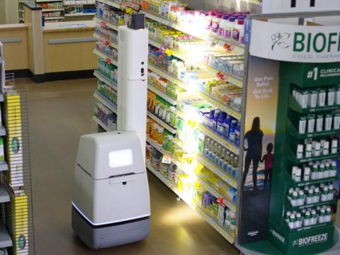 Walmart ha provisto 1.000 de sus tiendas con robots Bossa Nova, que almacenan estantes y ayudan a llevar un seguimiento del inventario. Los robots de casi 2 metros contienen 15 cámaras que pueden escanear los pasillos.