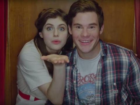 Alexandra Daddario y Adam DeVine en 'La primera vez que nos vimos'