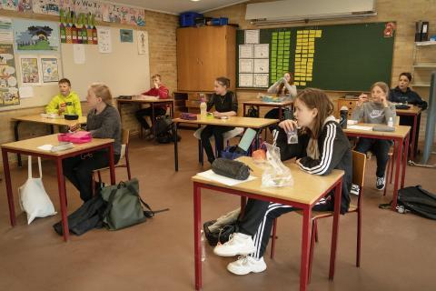 Alumnos en Dinamarca tras la reapertura de colegios