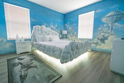Parece que la cama está flotando.