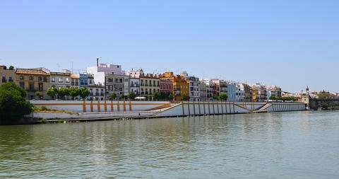 Calle Betis, Sevilla.
