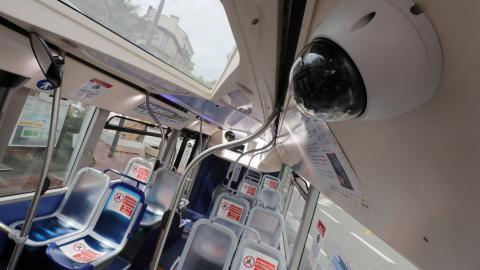 Cámara de reconocimiento facial en un autobús.