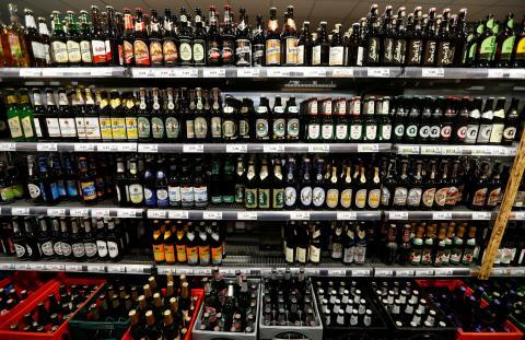 cervezas en un supermercado