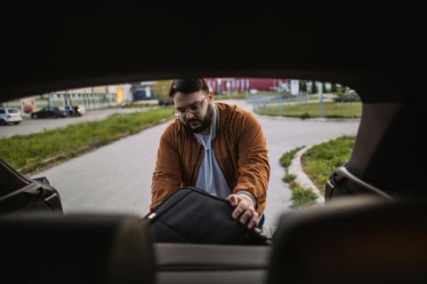 Cómo colocar las maletas en el coche