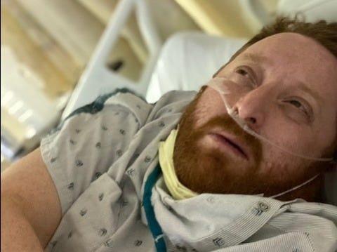 El día antes de ser intubado en el Hospital Presbiteriano de Hollywood el 22 de marzo de 2020