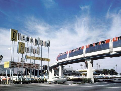 El sistema de monorraíl Disneyland-Alweg.