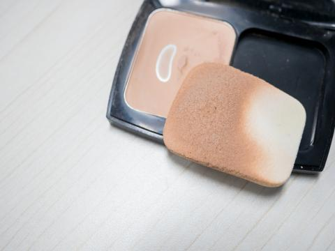 Esponja de maquillaje.